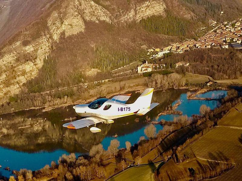 volo-di-ambientamento-sul-lago-di-iseo